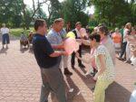 Na zdjęciu grupka naszych podopiecznych biorących udział w konkursie z balonami